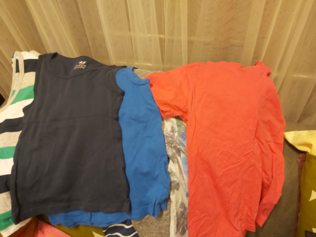 Bag of clotes Boys aged 3-5 tops, Pjs, Tshirts, shorts - 1/2